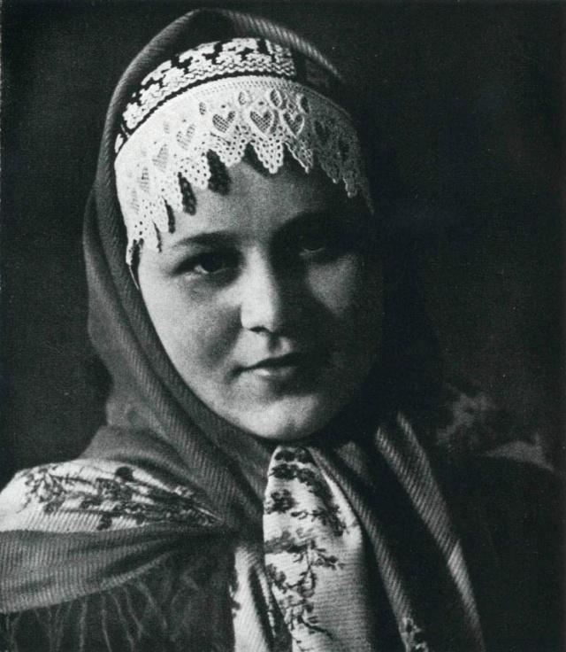 12_Женщина в костюме из Козловице - Моравия