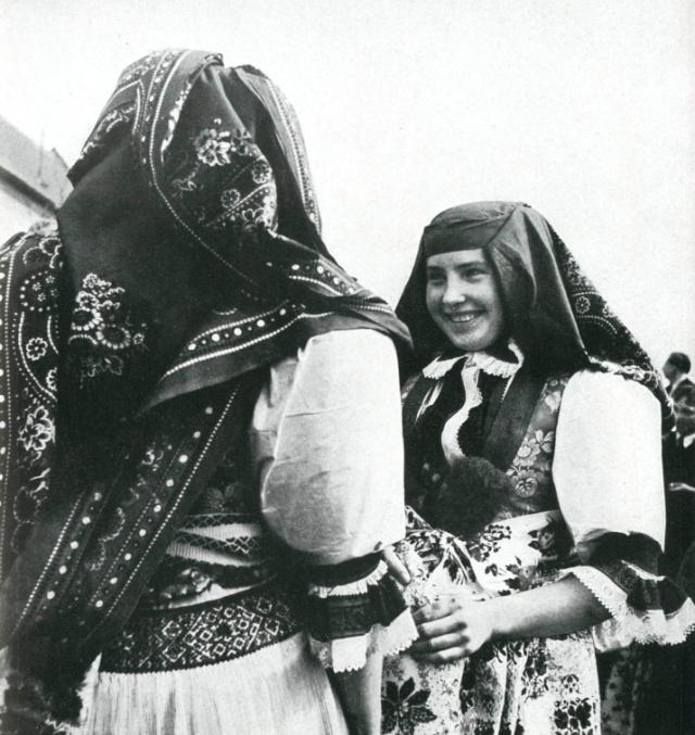 14_Женщины Kunovice в праздничных одеждах