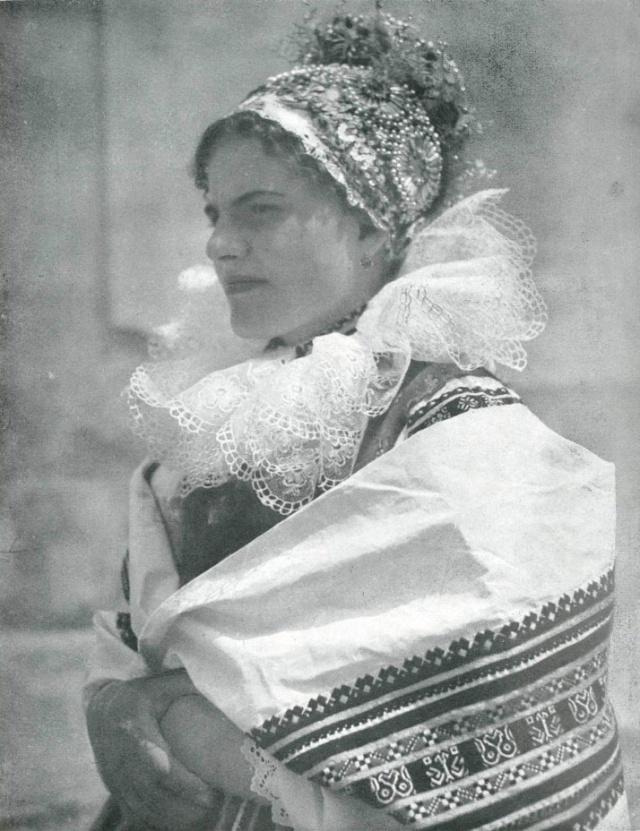 18_Невеста Borsice в праздничной одежде