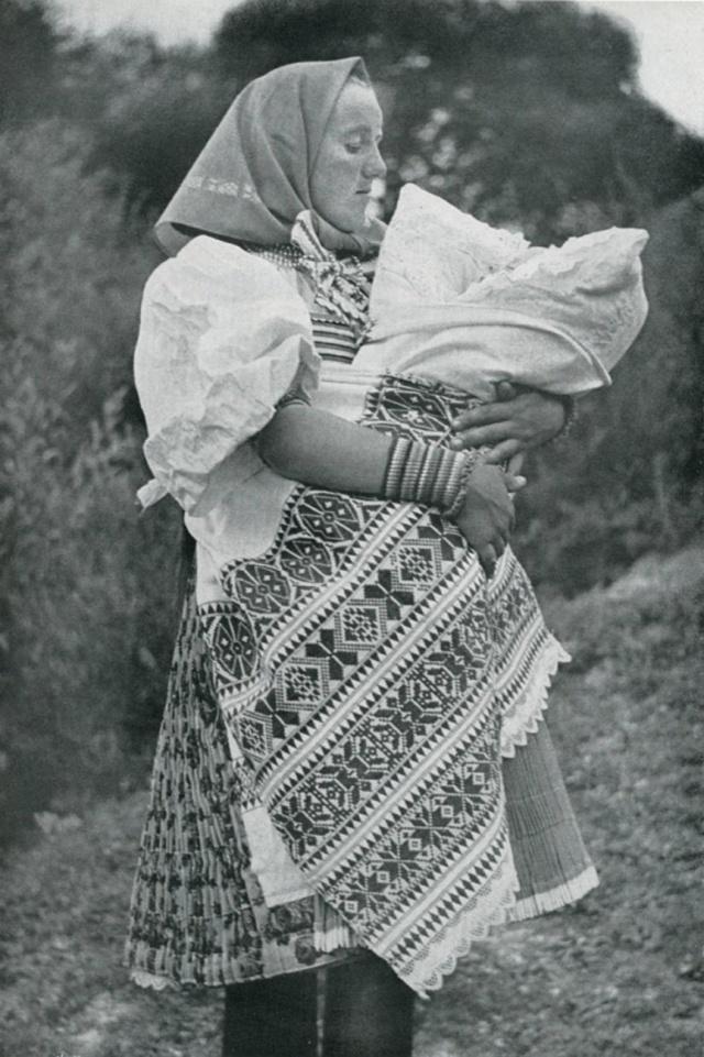 23_Обрядовый летний девичий костюм. VAŽEC (Словакия)