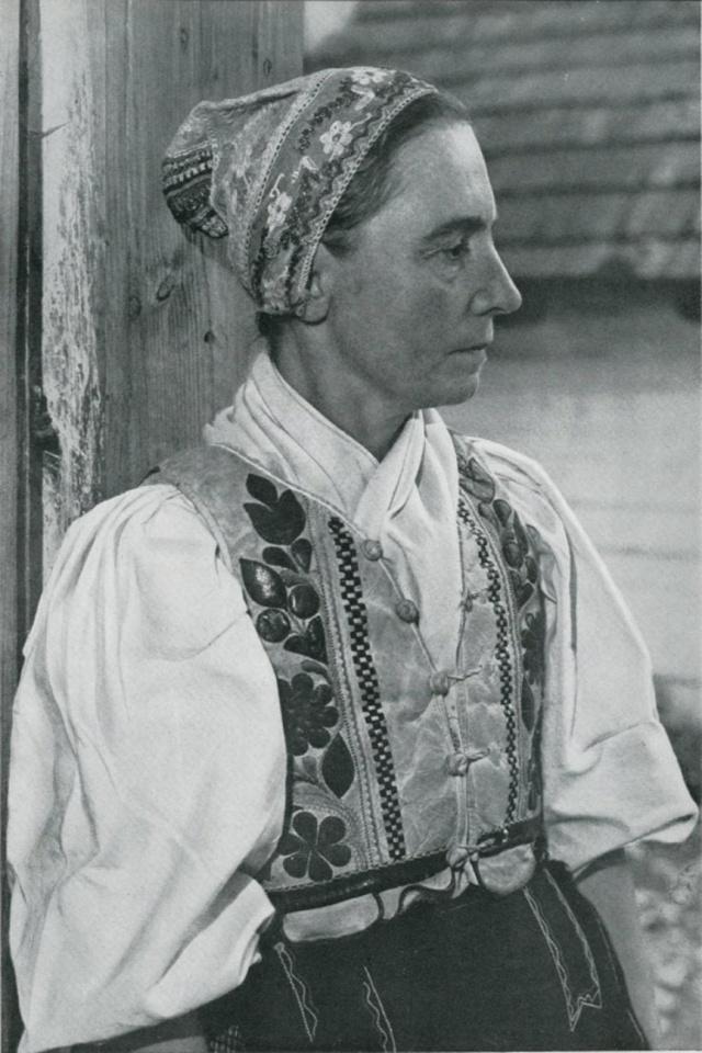 26_Женская праздничная одежда. ŠUMIAC (Словакия)